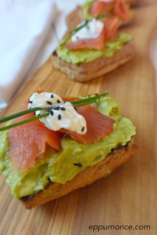 crostini salmone avocado